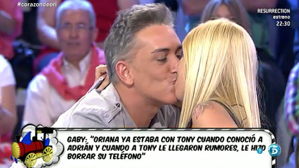 El beso de Kiko Hernández y Gaby