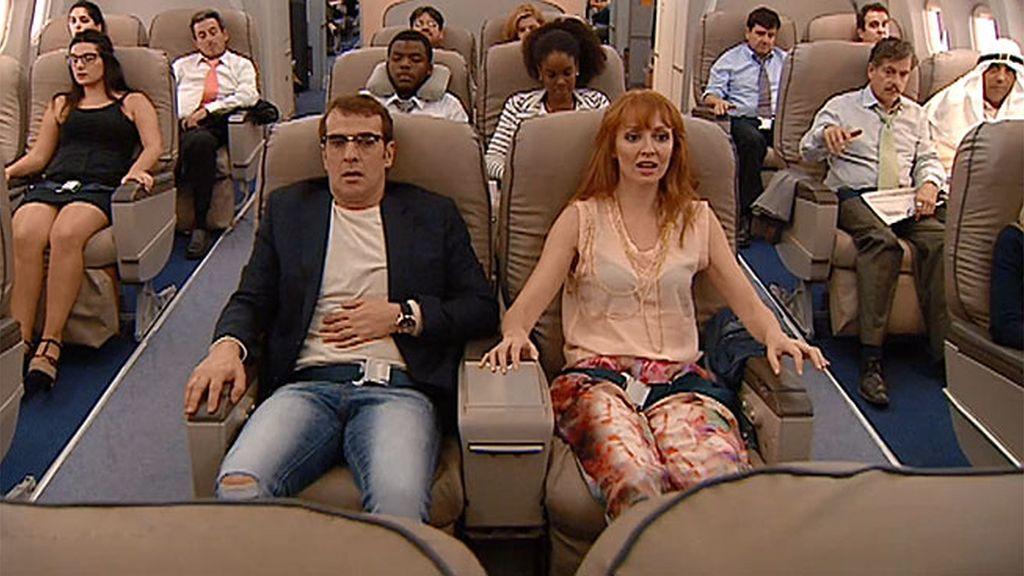 ¡Aterriza como puedas! Bruno y Judith se suben juntos a un avión...