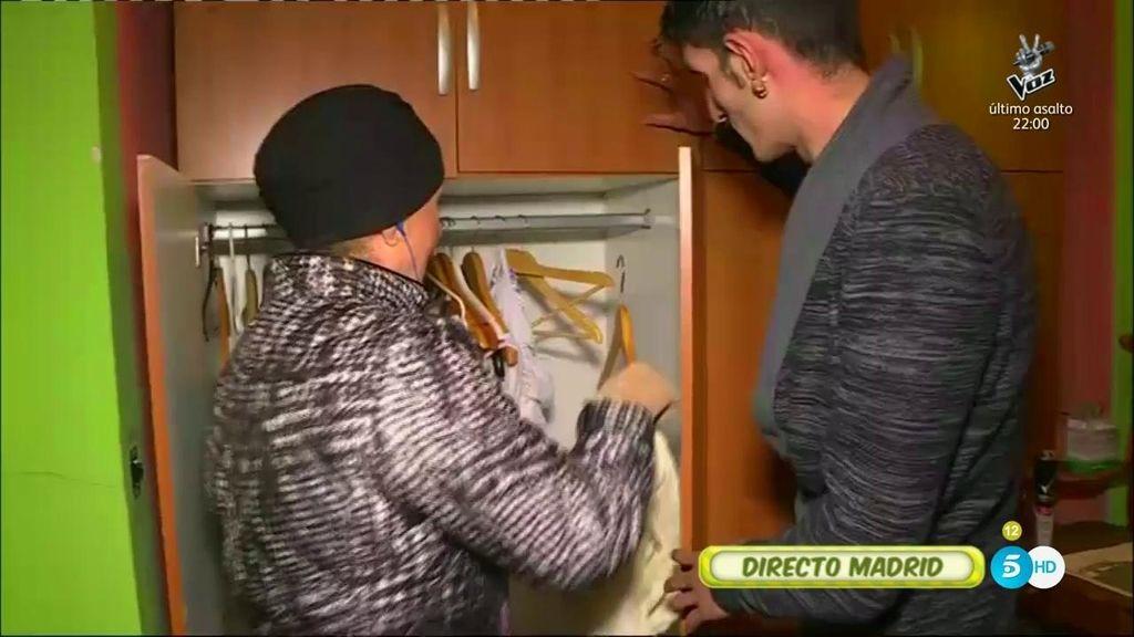 Lydia se cuela en la casa de 'La Veneno' para pedirle a su novio un vestido