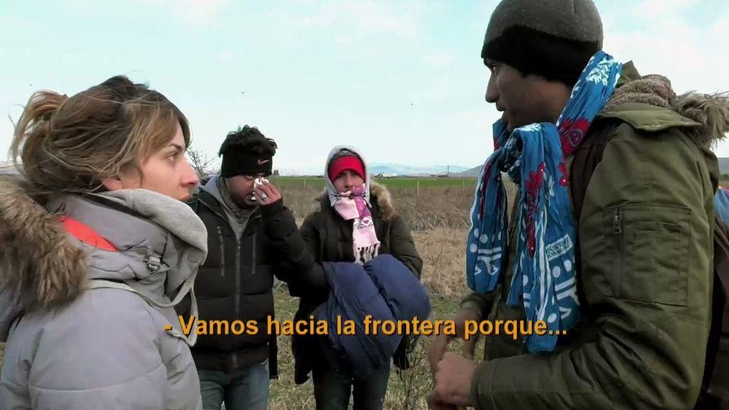 La policía frena a un grupo de refugiados que intentaban cruzar la frontera a pie