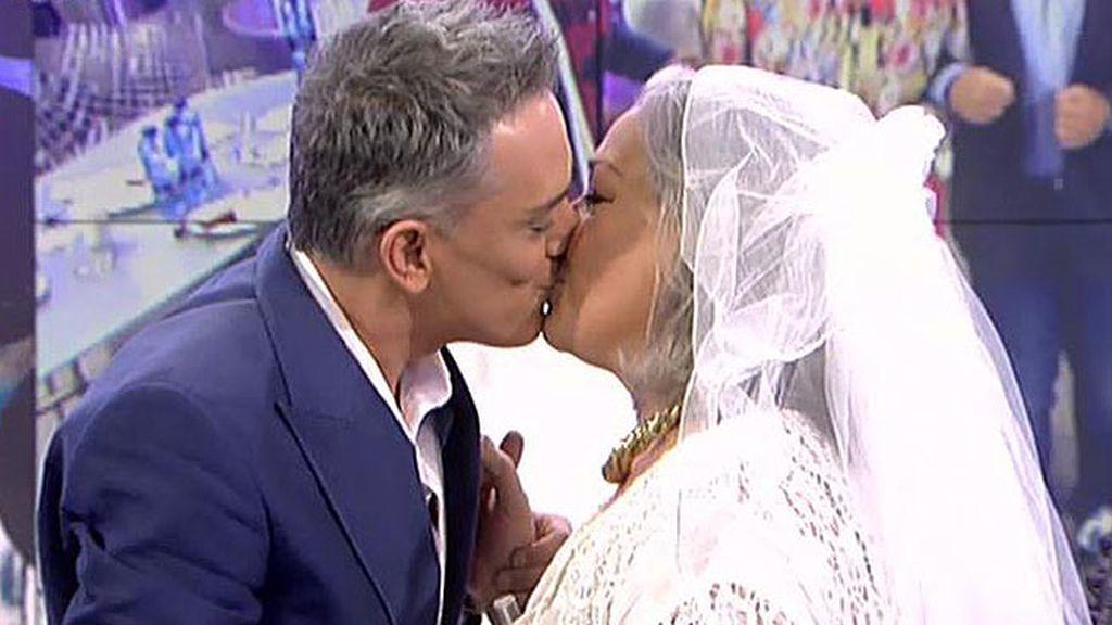 ¡Kiko Hernández besa a Carmen Gahona!