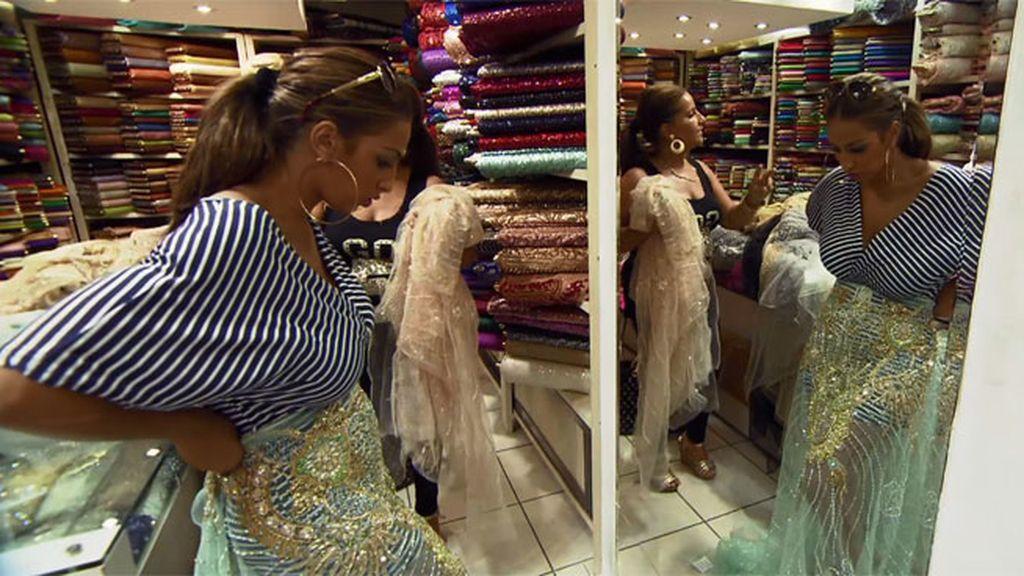 Noemí y Raquel, felices, arrasan con todas las telas de Estambul