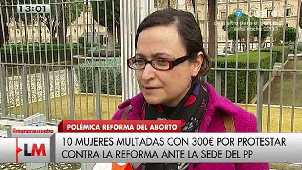 10 mujeres multadas por protestar por la reforma de la ley del aborto en la sede del PP