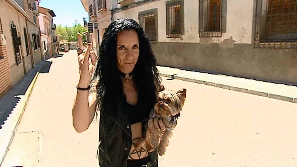 Názari, la perra más heavy de Toledo