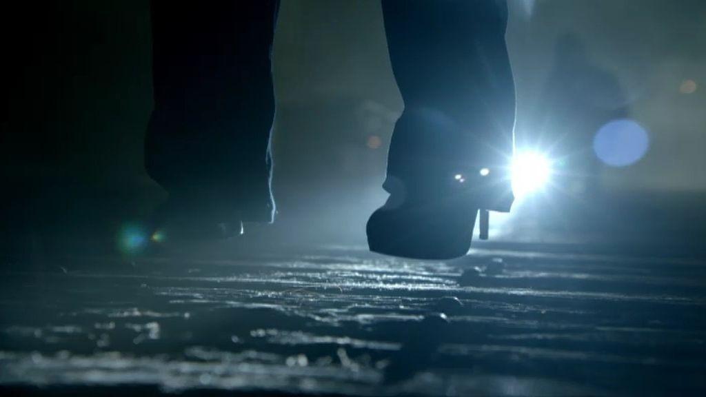 Un vigilante encuentra a una mujer ahorcada