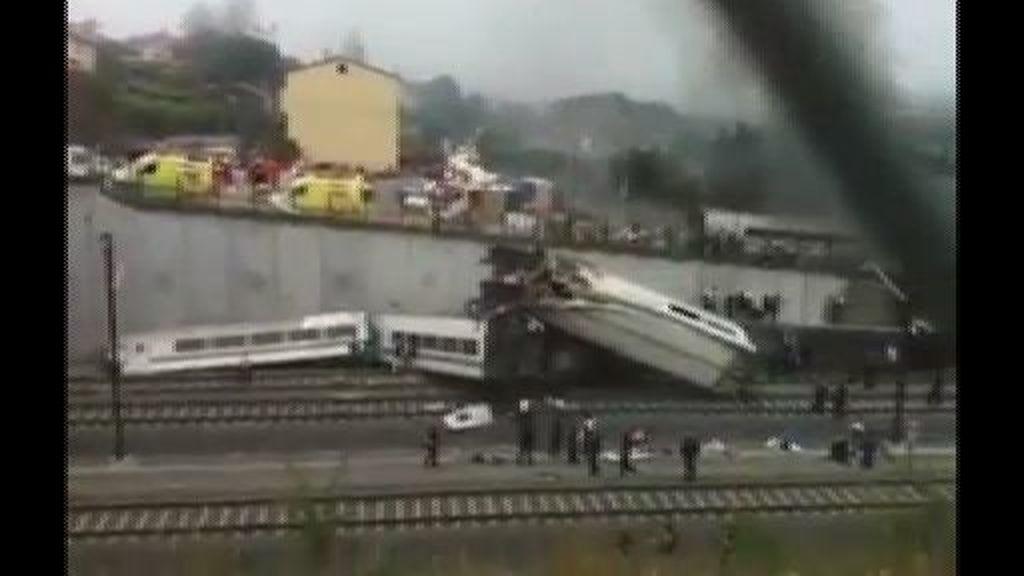 Primeras imágenes del accidente ferroviario en Santiago
