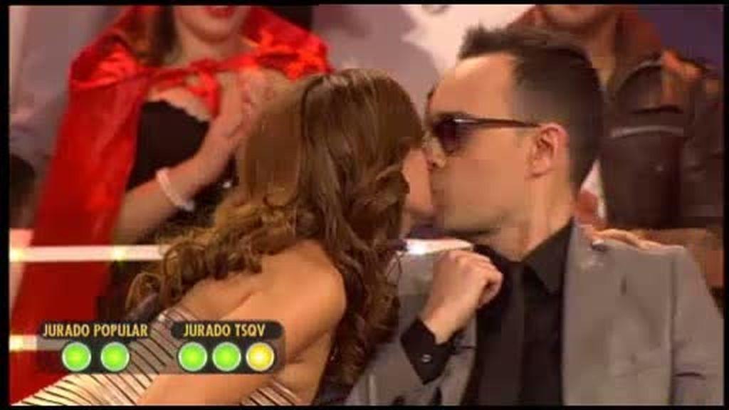 ¡Risto le 'roba' un beso a Merche!