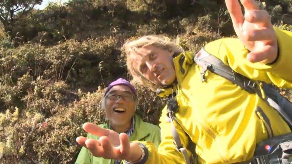 Jesús Calleja bromea con turistas japoneses