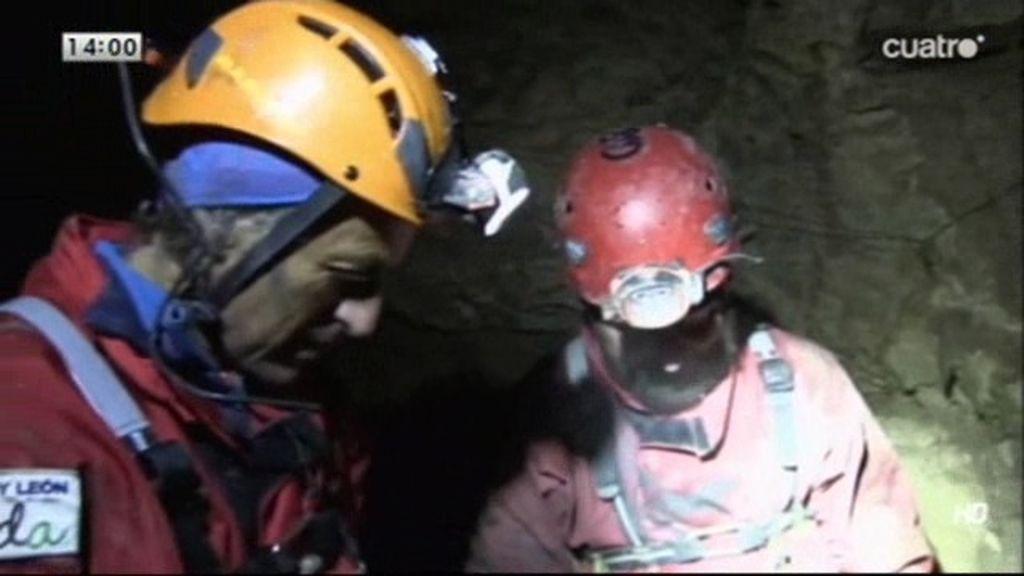 """Jesús Calleja: """"Estamos a 1.400 metros de profundidad y tenemos un paso clave"""""""
