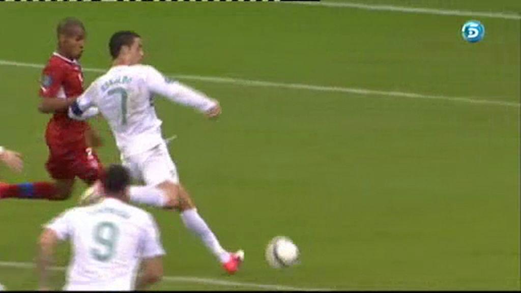 Ronaldo no sabe finalizar una contra lusa