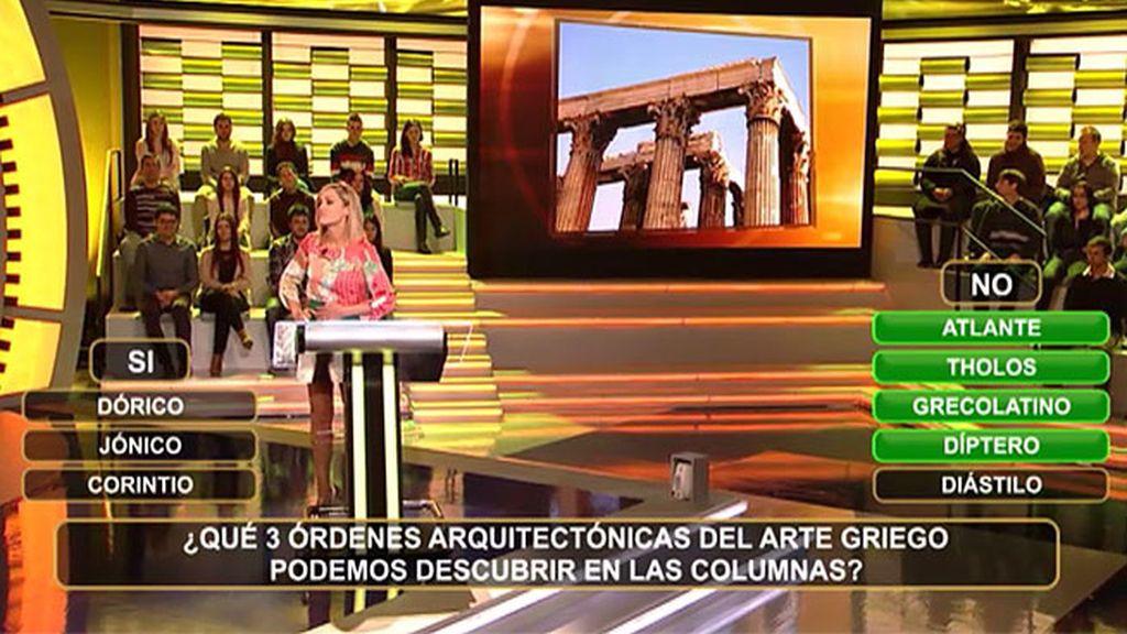 Una arquitecta ante las tres órdenes arquitectónicas del arte griego
