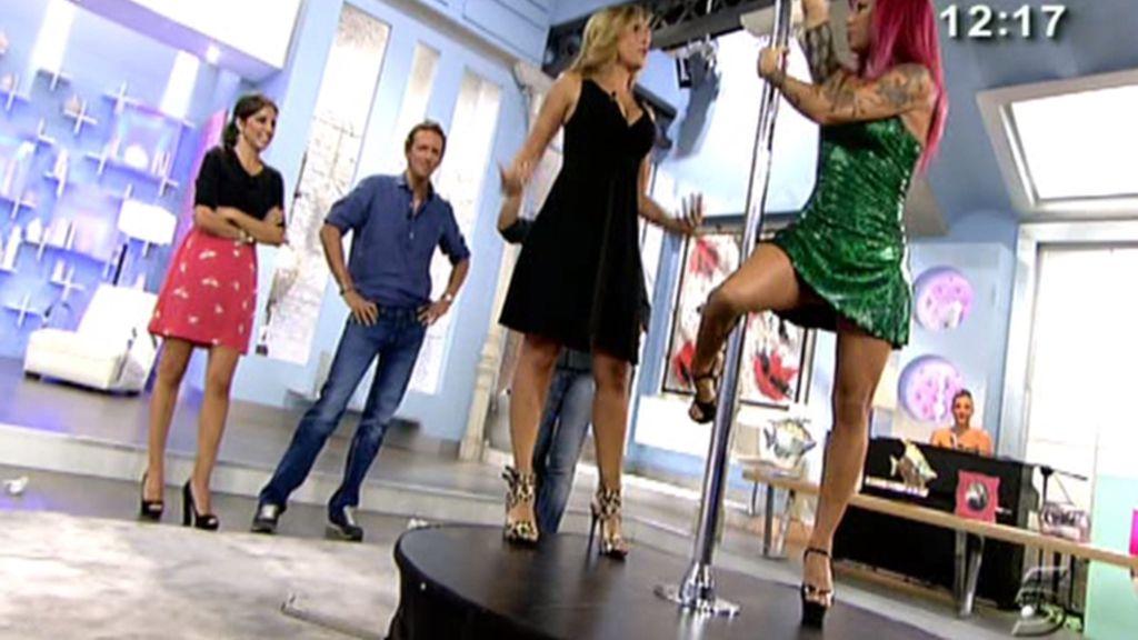 Laura Lobo aprende pool dance