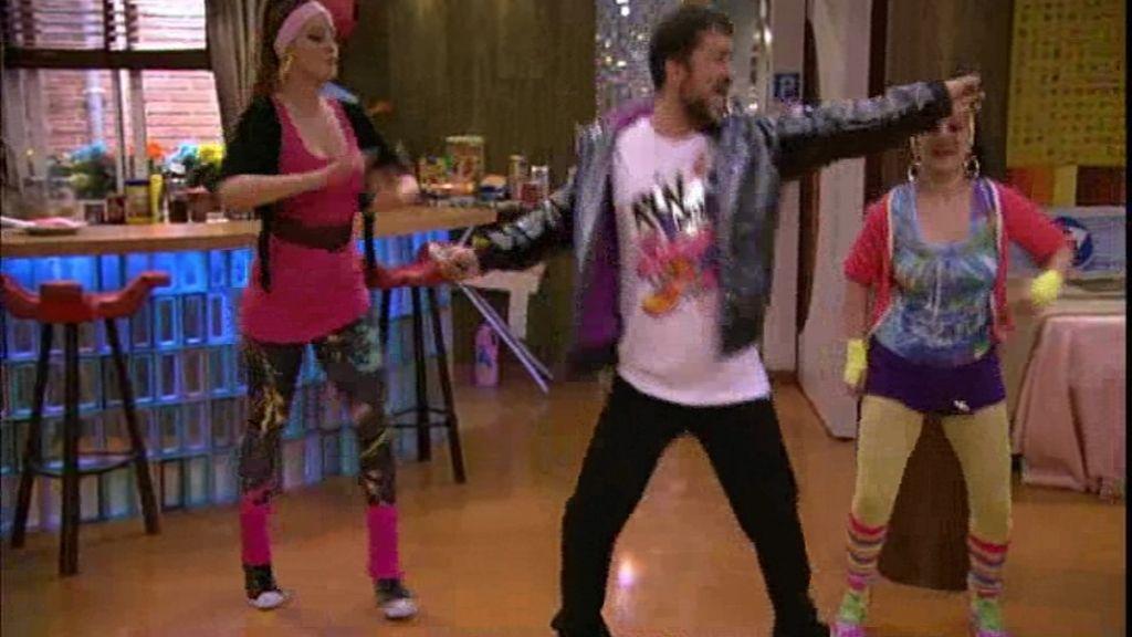 ¡Qué mal baila Macu!