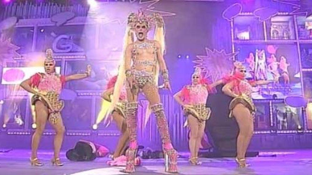 Kuki gana el título Drag Queen del carnaval