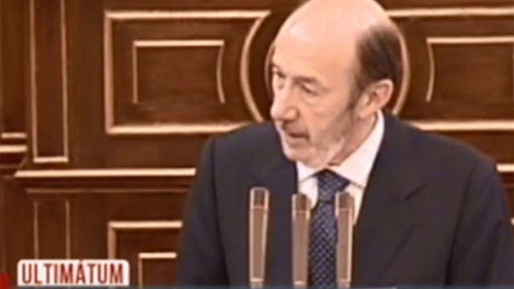 Rubalcaba presentará una moción de censura contra Rajoy si no comparece