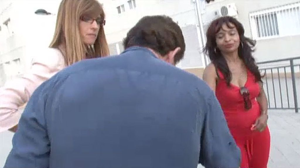 Ricardo y sus vecinas llegan a un acuerdo