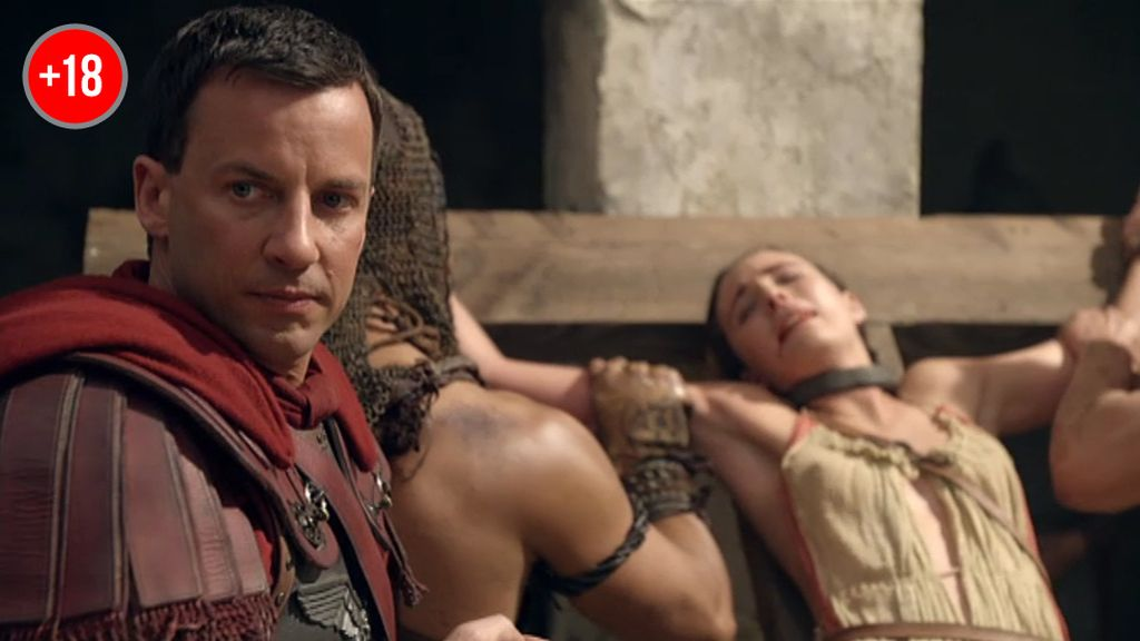 Glabro crucifica a los esclavos que apoyan a Spartacus