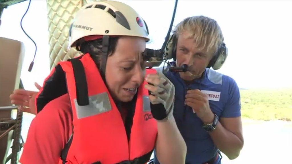 Los novatos rapelan desde un helicóptero a 30 metros de altura