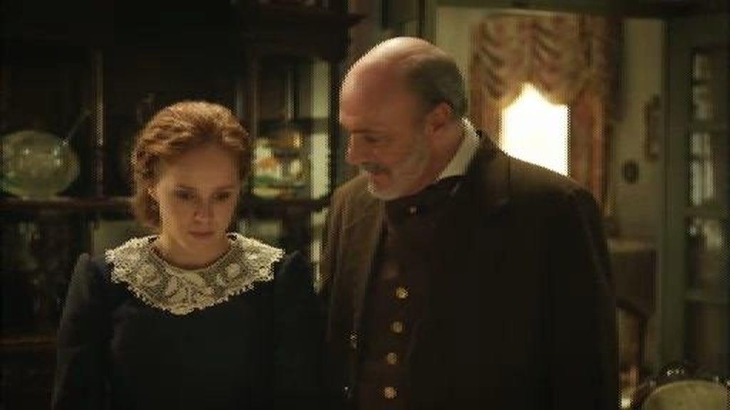 Elena le cuenta a Lobo que su hijo teme por la vida de su abuelo
