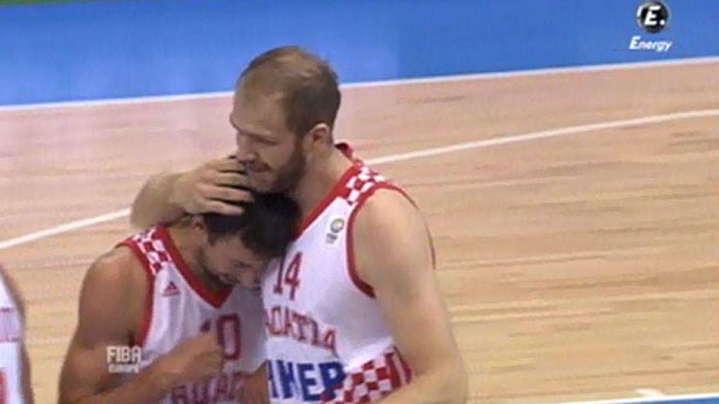 Croacia arrolla a Polonia de inicio