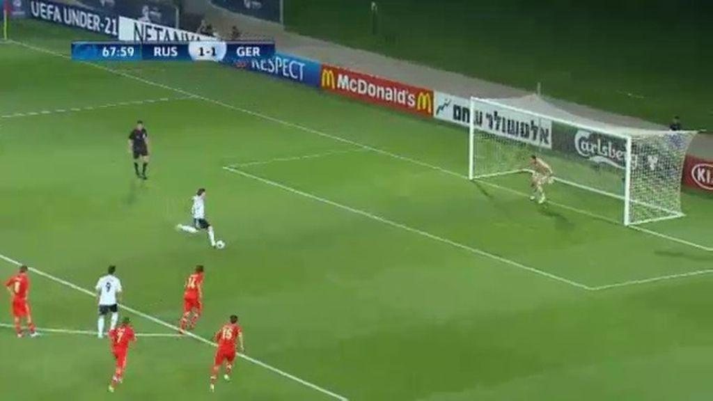 Gol: Rusia 1-2 Alemania (min.69)