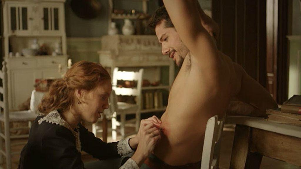Álvaro intenta seducir a Elena