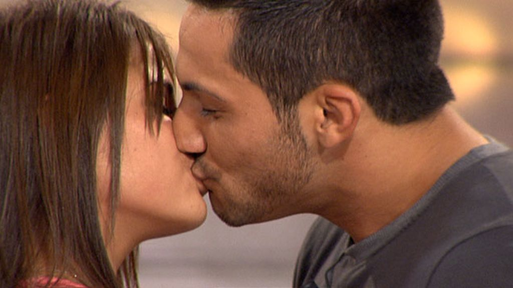 José Luis y Marina se besan en plató