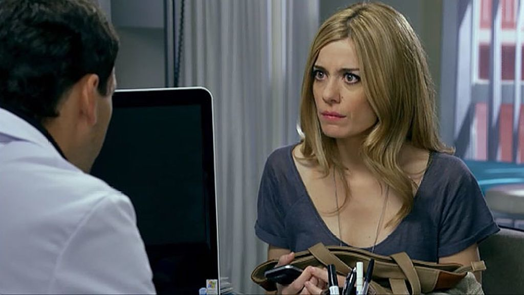 Pedro pide a Carlota que convenza a su padre para operarse… Y de paso algo  parecido a una cita