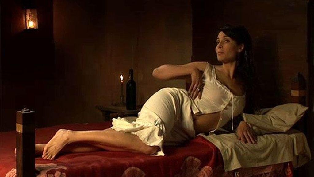 Carmen se desnuda...