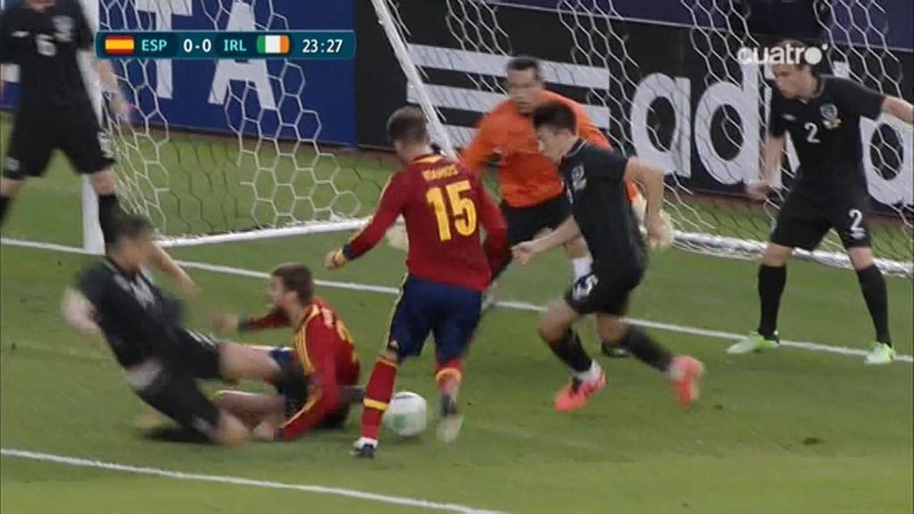 Ramos y Piqué se estorban en una clara ocasión