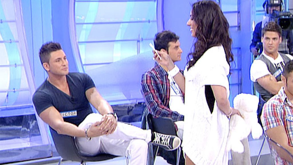 Indhira pide disculpas a Víctor