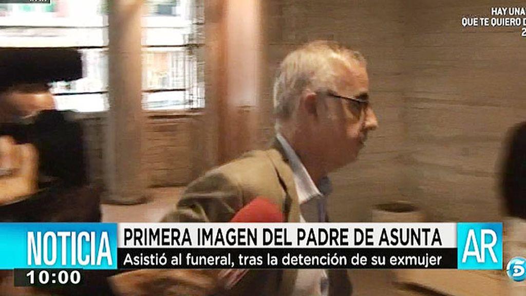 El padre de Asunta asiste a su funeral sin hacer declaraciones
