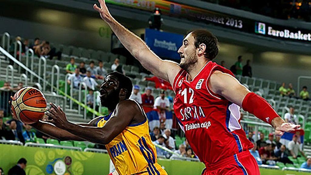 Ucrania sorprende a Serbia y se resiste a decir adiós al Eurobasket