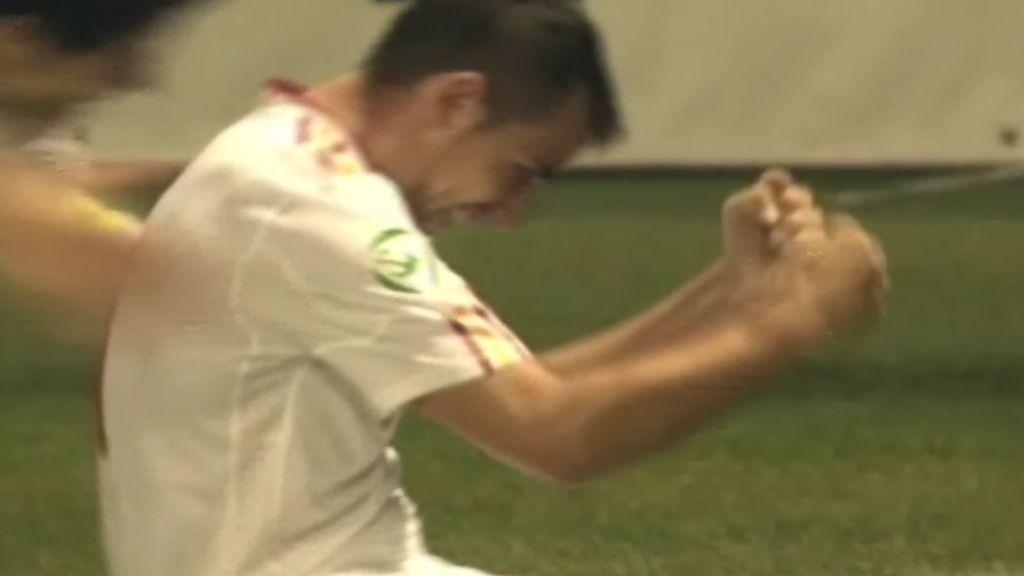 Paco Alcácer marca el gol de la victoria