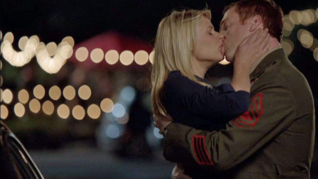 Brody y Carrie se emborrachan juntos y hacen el amor