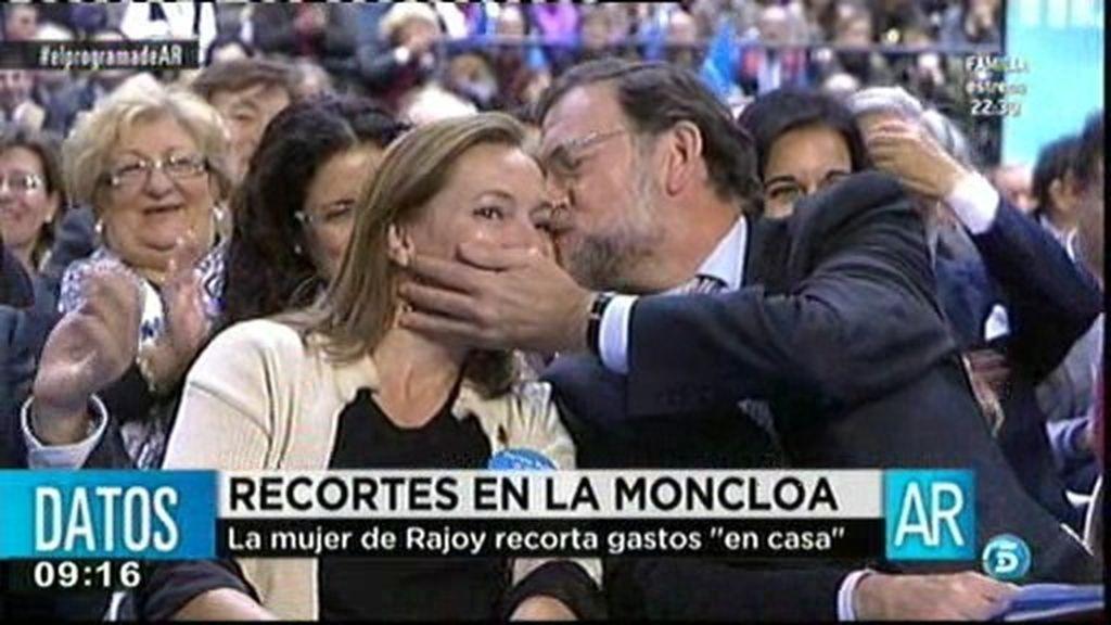 """La mujer de Rajoy recorta gastos """"en casa"""""""
