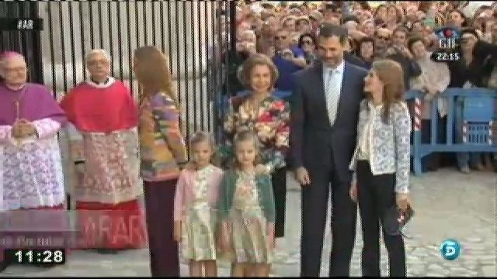 La foto oficial de la familia real en la misa la Pascua se reduce al mínimo