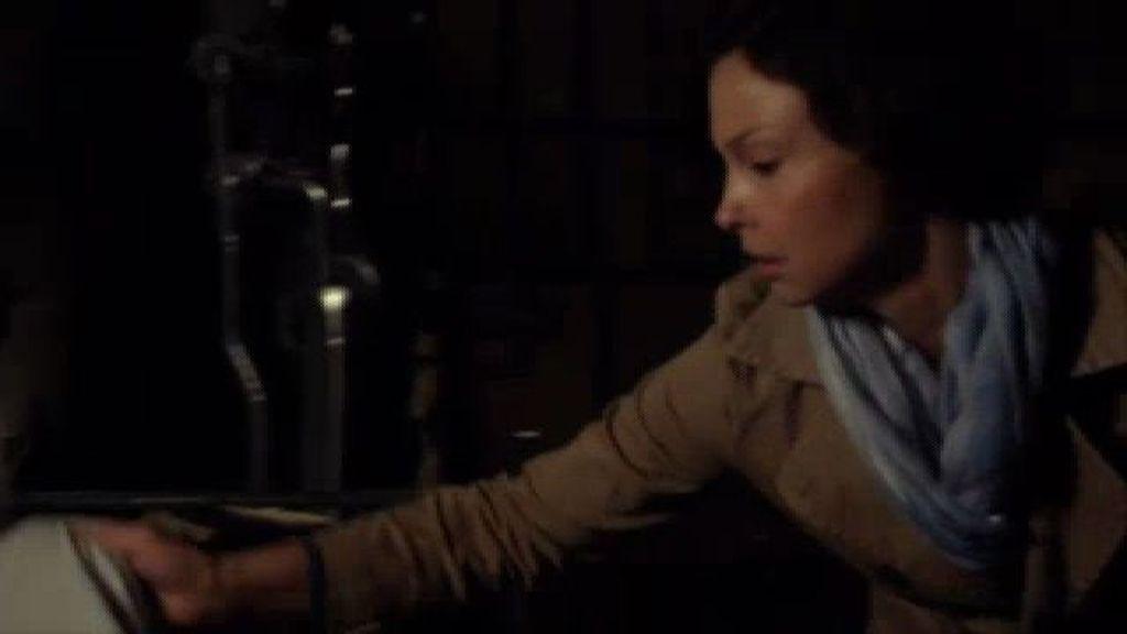 Becca descubre el zulo donde ha estado su hijo