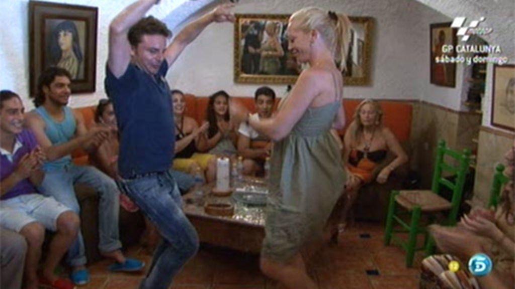 Belén 'se arranca' a bailar