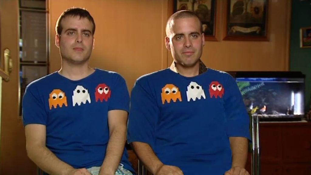 ¡Víctor tiene un hermano gemelo!