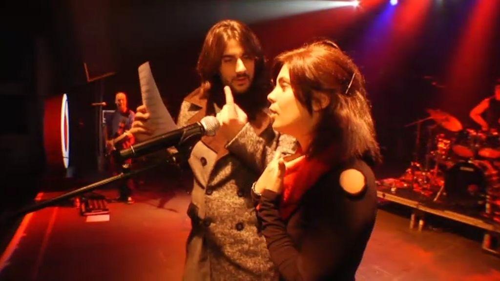 Samanta canta en el concierto de Melendi