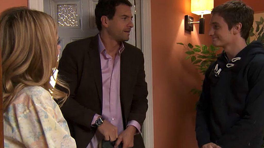 Jacobo pilla a su madre con Pedro