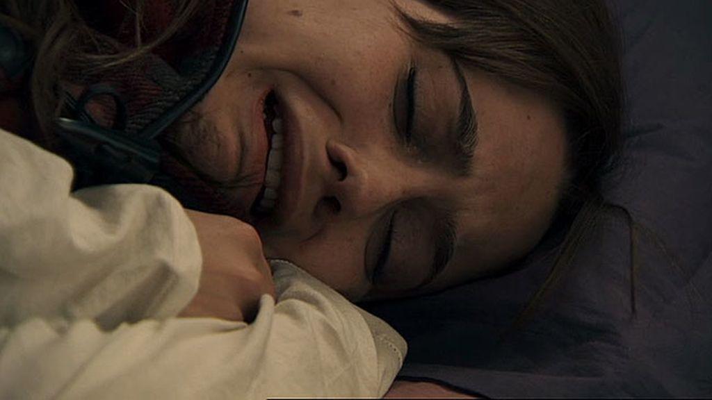 Valeria llora desconsoladamente