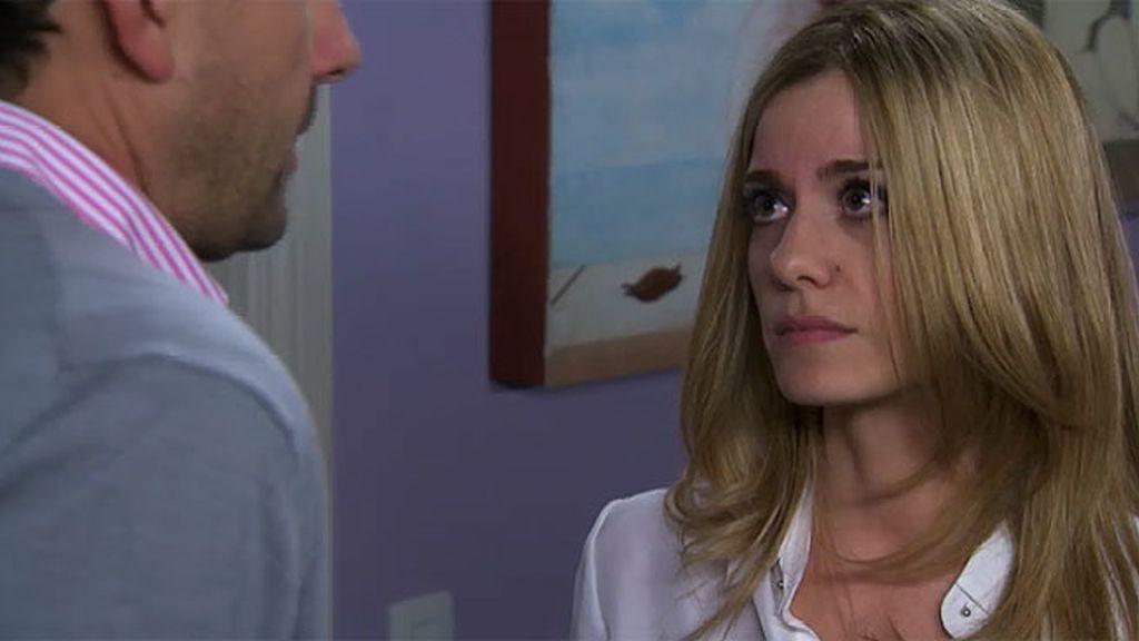 Carlota no puede decir 'sí' a Pedro