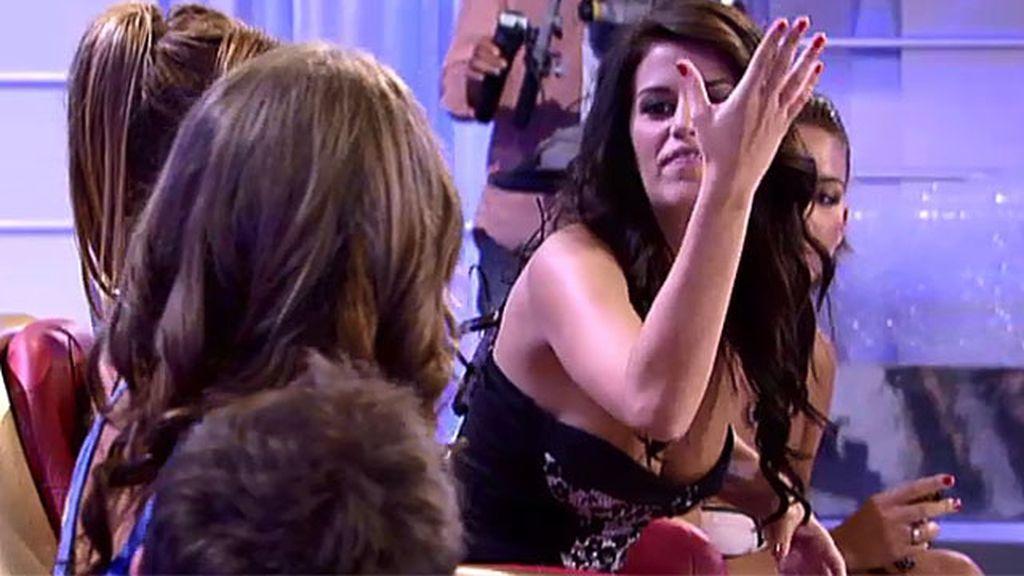 Andrea no perdona a Lola que intentara seducir a Ángel