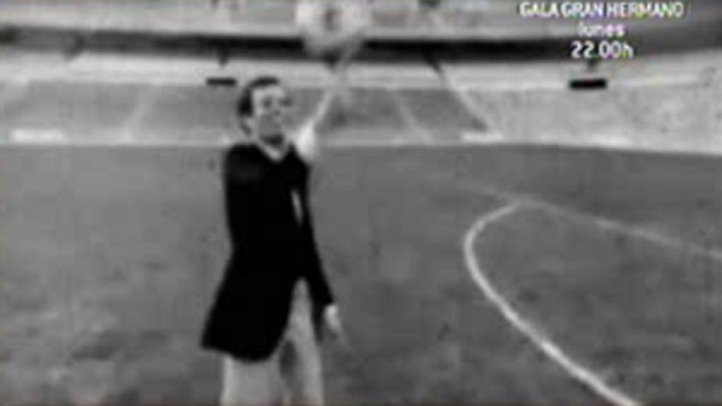 Julio tenía futuro como portero de fútbol