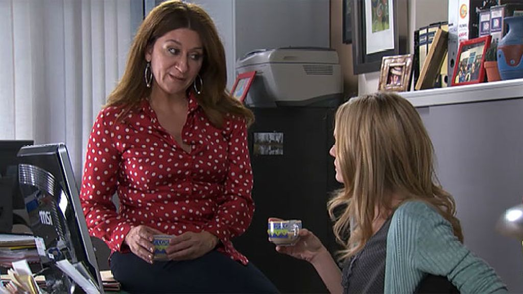 Carlota se plantea irse de viaje con Pedro