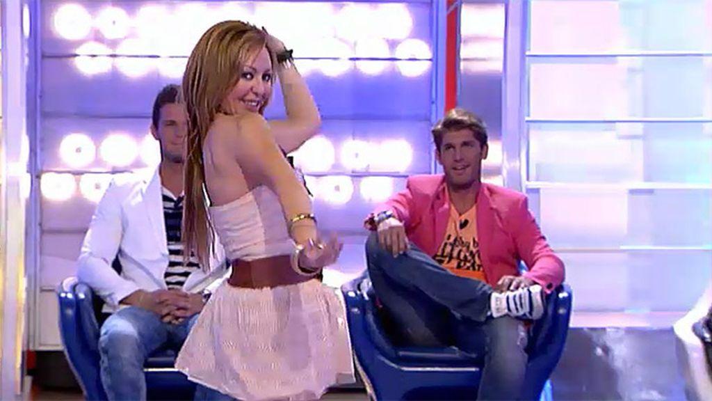 Olba baila la danza del vientre para Rubén