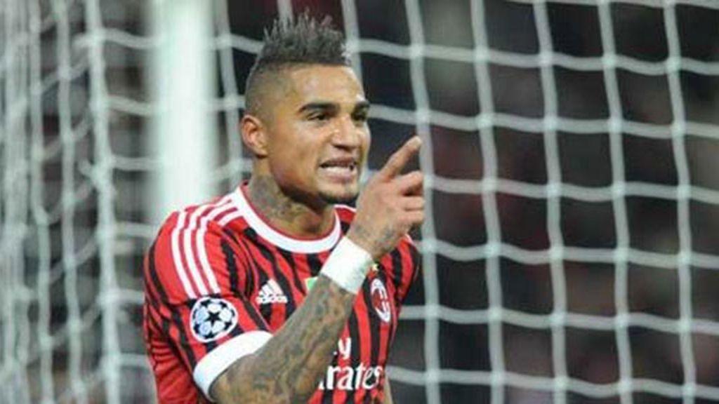 El Milan deja el campo por los insultos racistas de los aficionados a Boateng