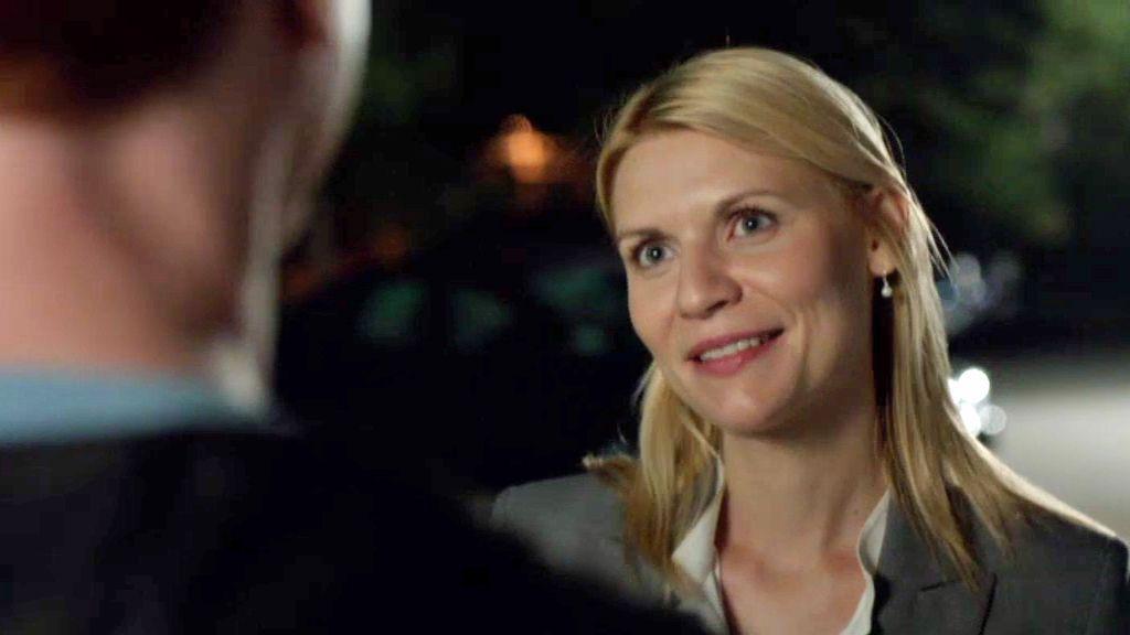 Carrie se hace la encontradiza con el Sargento Brody